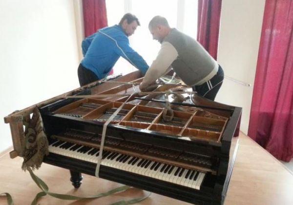 პიანინოს და როიალის გადაზიდვა და ხმის აწყობა.